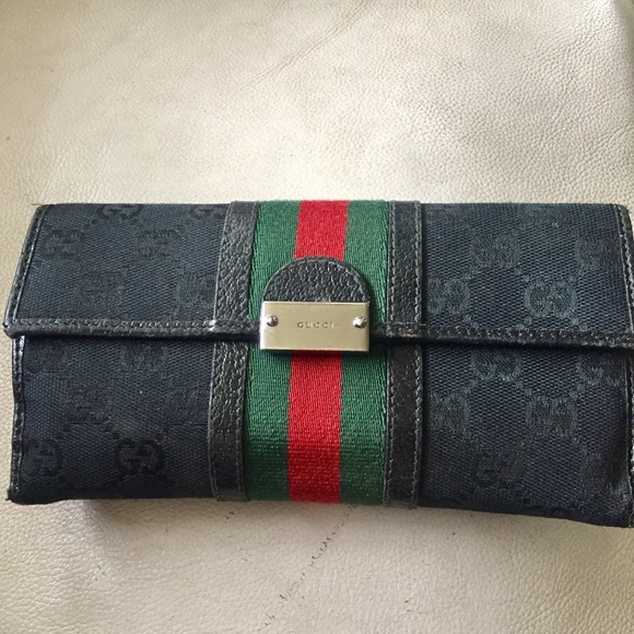 ca4dda01cce4fc Gucci Handbags - Gucci Wallet Black With green red stripe Italy🇮🇹